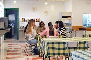 Comedor en la residencia Misioneras de Huesca