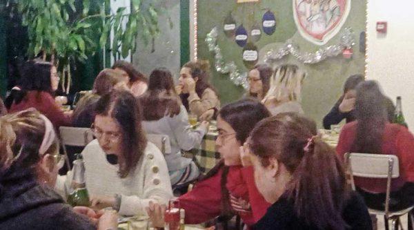 Cena de Navidad en familia con todas las residentes
